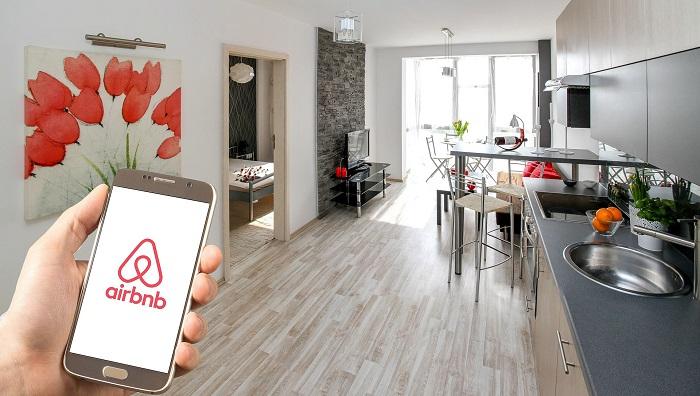 Barcelona y 41 ciudades del mundo se unen para regular Airbnb y Uber.
