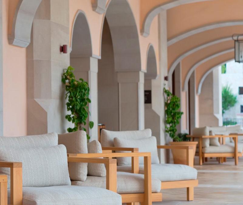 Externalizar servicios turísticos para reducir los costes fijos en hoteles y hostales.